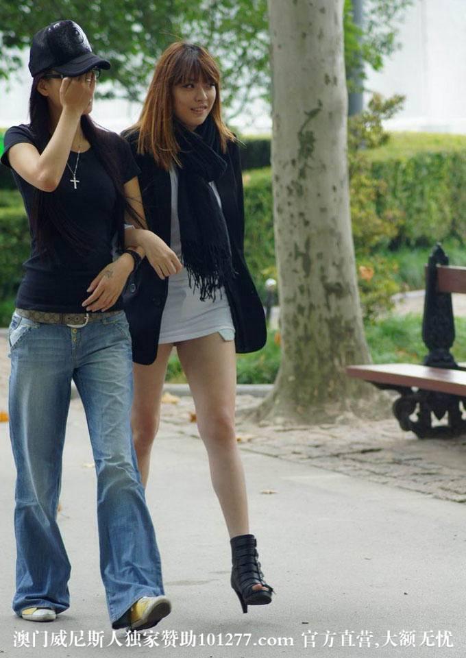 街拍牛仔短裤黄发女【11P】