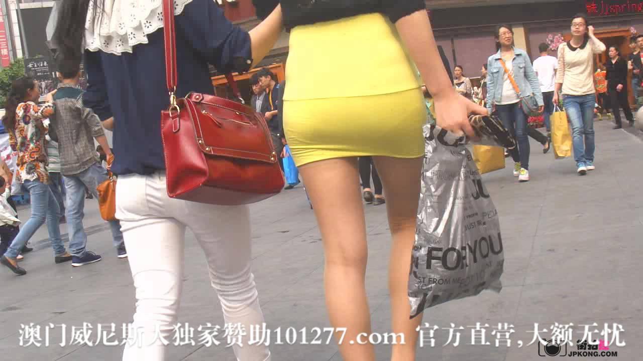 黄色包臀少妇,很紧很吸引人