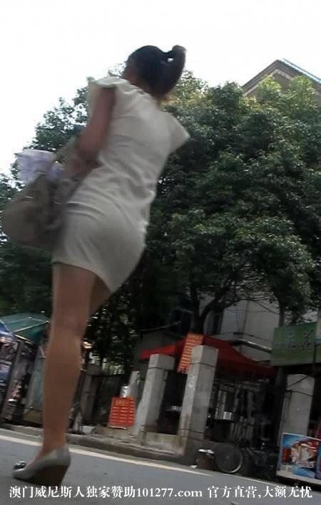 白色连衣包臀裙气质美少妇【12P】