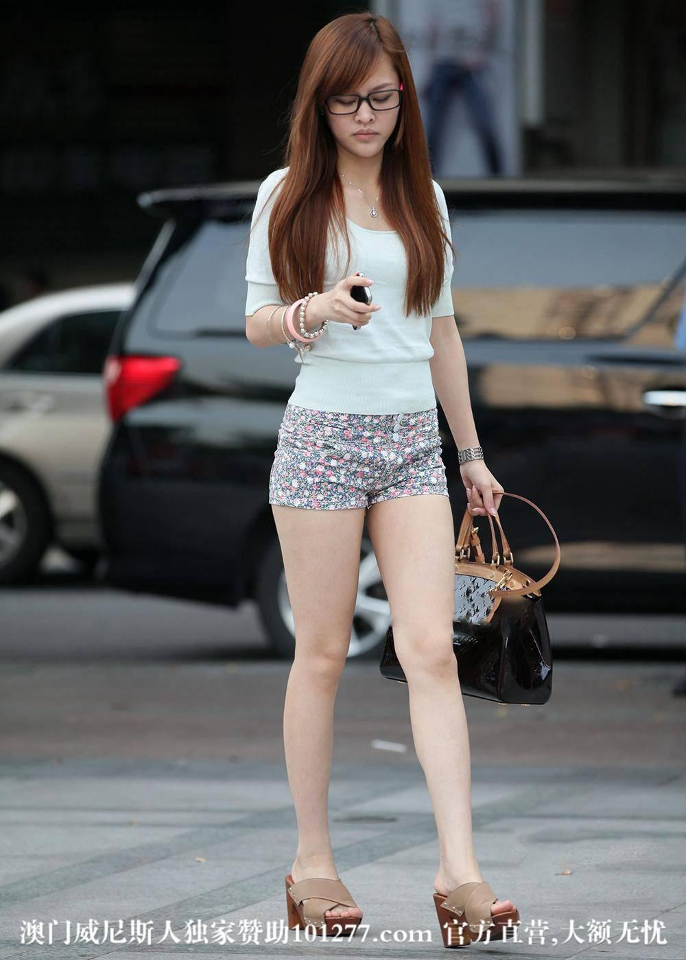 几个靓丽热裤美女、看上哪个了?【10P】