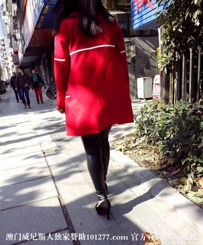 红衣皮裤黑高跟少妇【15P】