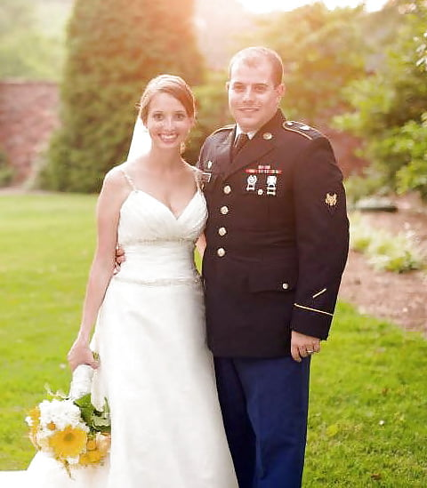 外国新娘和她婚纱下的身体——军嫂的私密写真【17P】