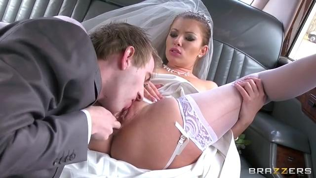 新娘新郎等不及,婚车里就操起来,还爆两穴【22P】